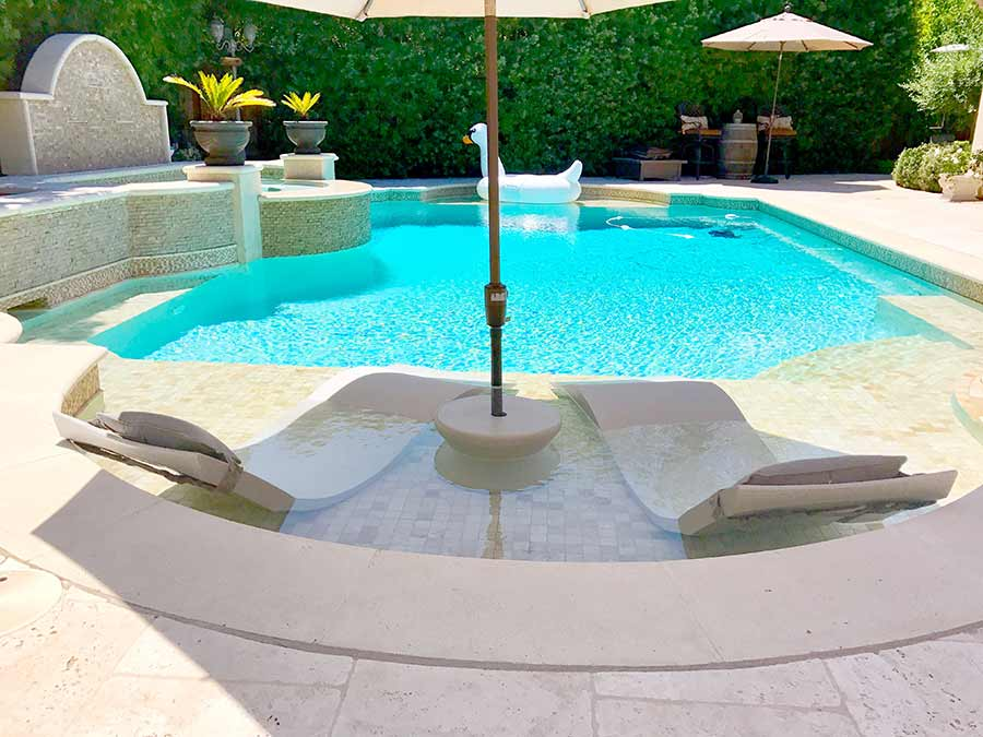 Perfect Ledge Lounger | Poolside Paradise